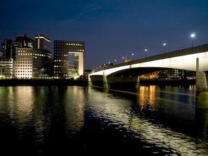Moderni London Bridge, yövalaistus